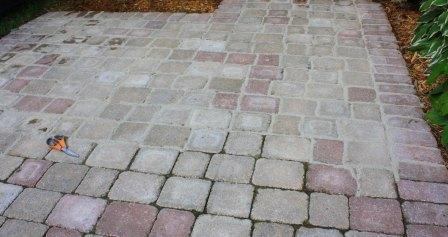 un pavimento esterno con sabbia polimerica