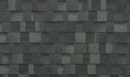 un tetto realizzato in tegole canadesi
