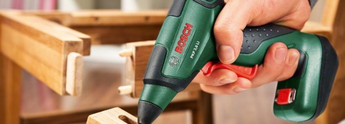 Una pistola a caldo per colla Bosch.