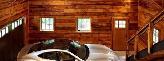 Uno splendido garage in legno.