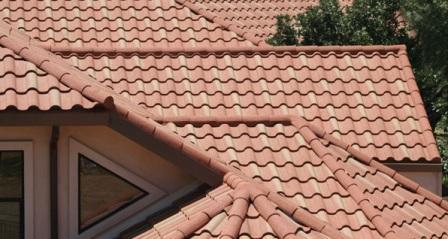 Un tetto rivestito in coppi.