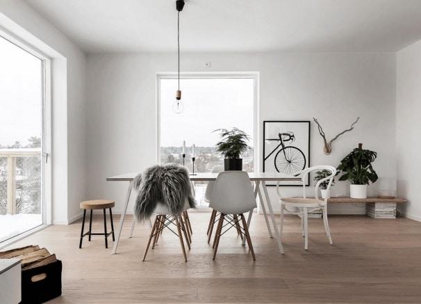Una camera da pranzo in stile nordico.