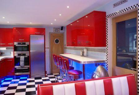 una cucina in pieno stile americano.