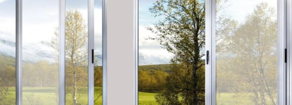 una guida sui pro e contro delle finestre scorrevoli in alluminio.