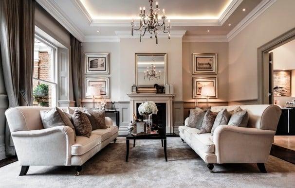 Un salotto in stile classico.