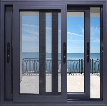 Una tipica finestra scorrevole in alluminio.