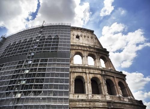 le fasi di restauro e risanamento conservativo che hanno interessato il Colosseo.