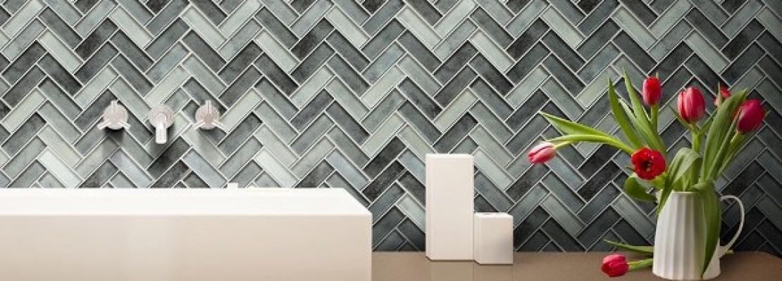 Idee e suggerimenti per realizzare una parete a mosaico.