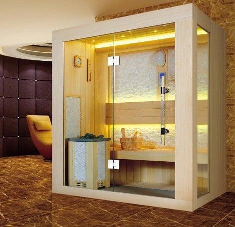 un box doccia con sauna in legno.