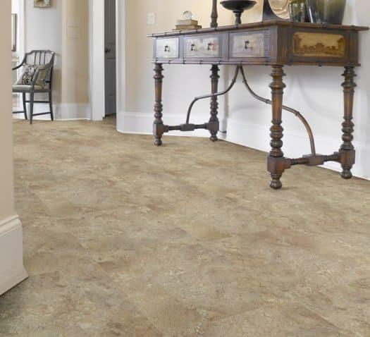 Pavimento vinilico effetto marmo.
