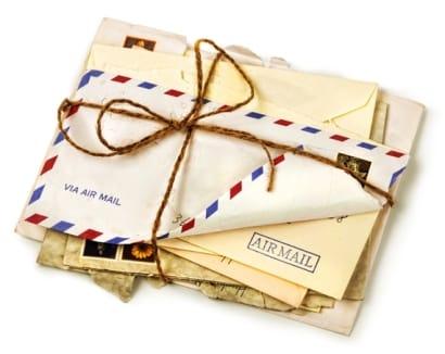 Inviare lettere cartacee è sempre utile per promuovere un open house.