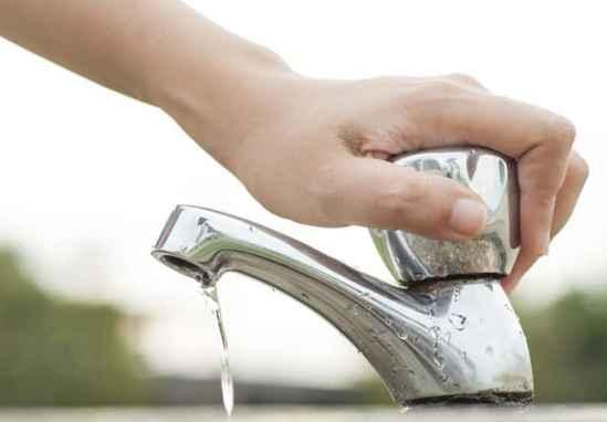 Ridurre i consumi di acqua aiuta l'ambiente e fa risparmiare.