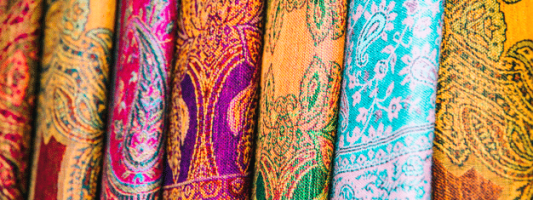 Immagine di diversi tappeti persiani con diversi colori