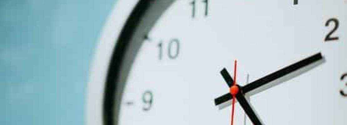 Immagine di orologio con orario consentito per i lavaori di ristrutturazione