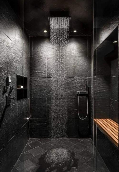 Una doccia scura progettata con Edilnet