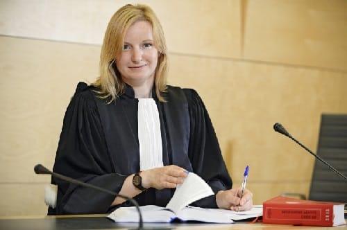 Immagine di magistrato durante il lavoro