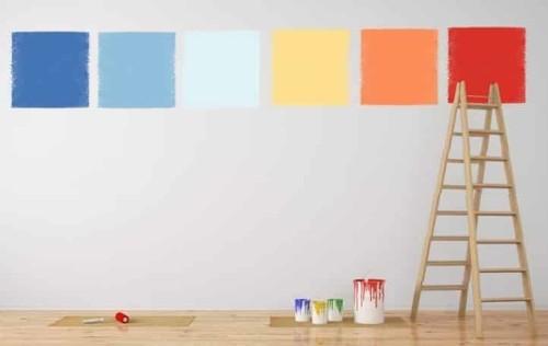 Parete con differenti prove di colore per poter scegliere