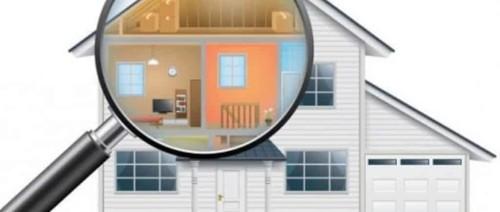 Immagine che mostra casa sotto la lente di ingradimento per un attento sopralluogo