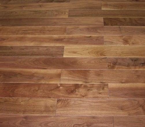 Esempio di parquet tradizionale posato su pavimentazione