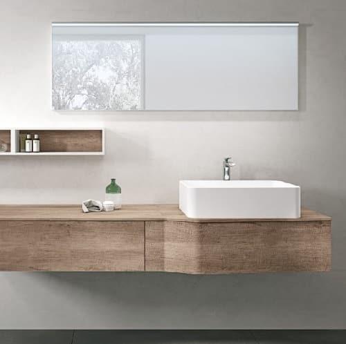 Specchio da bagno moderno e semplice