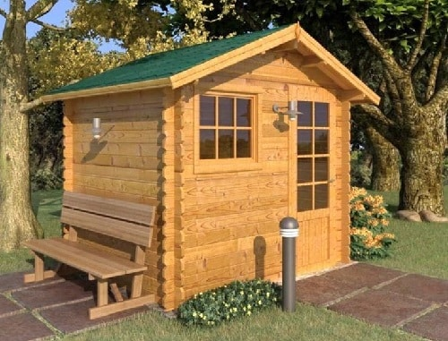 Una casetta in legno da giardino