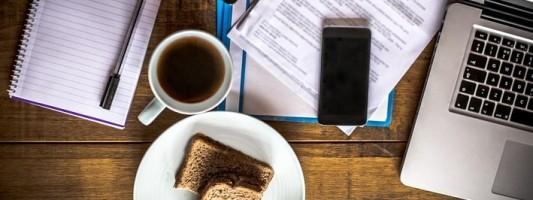 Tavolo di casa durante smart working