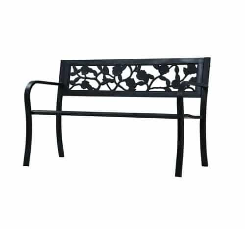 Una panchina da giardino in ferro battuto